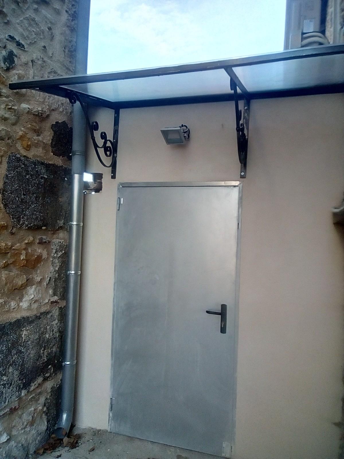 Lavabo Personne Mobilité Réduite création d'un sanitaire accessible, salle des fêtes